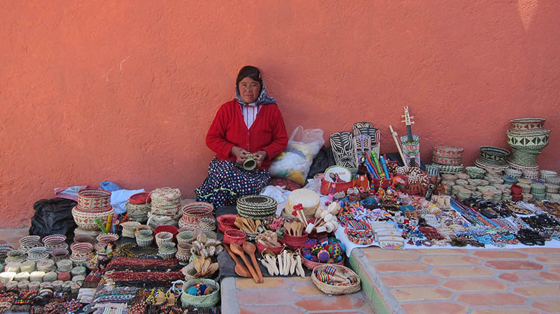 Mexican crafts handmade by the Rarámuris ladiess
