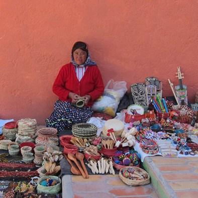 Mexikanische Handarbeit von der Raramuri Frauen