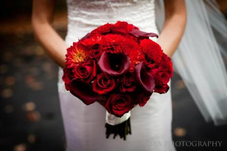 red burgandy calla lilly rose bouquet