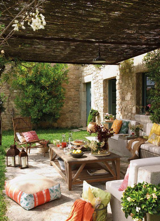 decoración para terrazas de verano con pufs