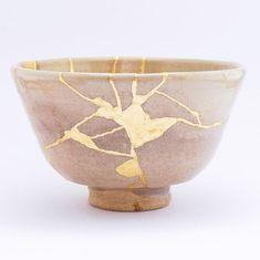pieza de cerámica reparada de acuerdo con el Kintsugi