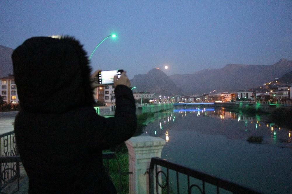 Amasya'da dolunay güzelliği