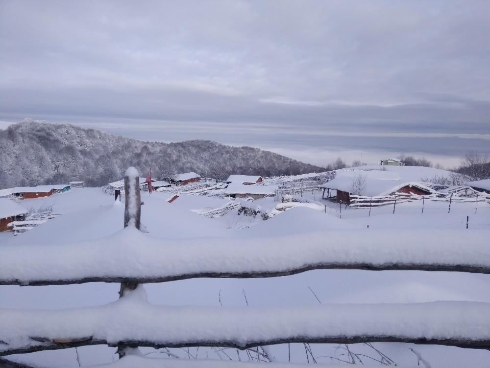 Yaylalarda kar, şehirde bahar