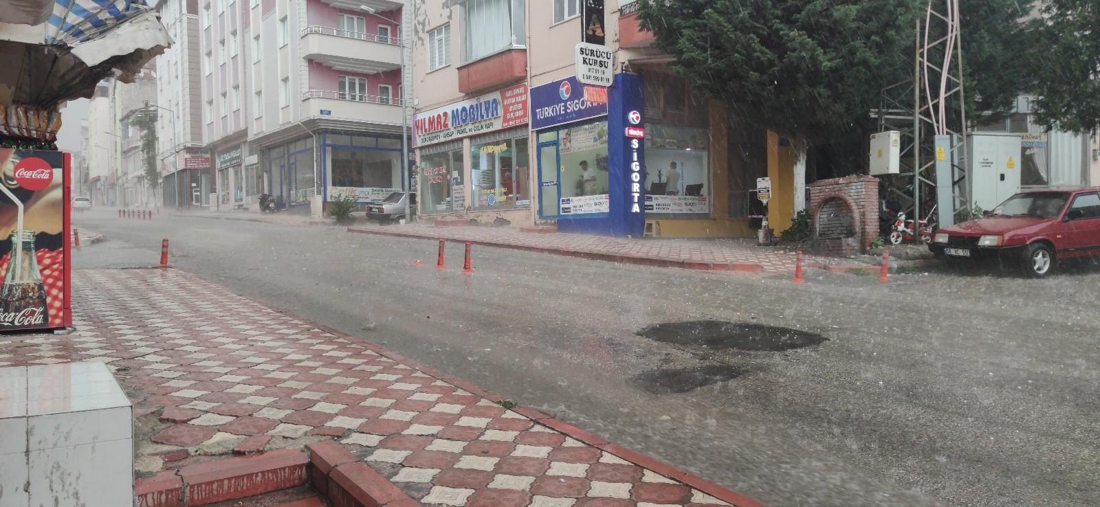 Amasya'da yumurta büyüklüğünde dolu yağdı