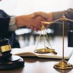 交通事故裁判の流れと費用について|和解案の事例を紹介