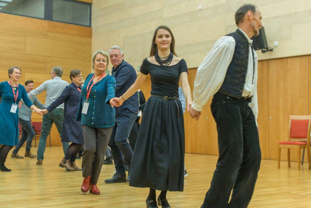Hungarian folk dance workshop led by Zengö at Kodály Központ.