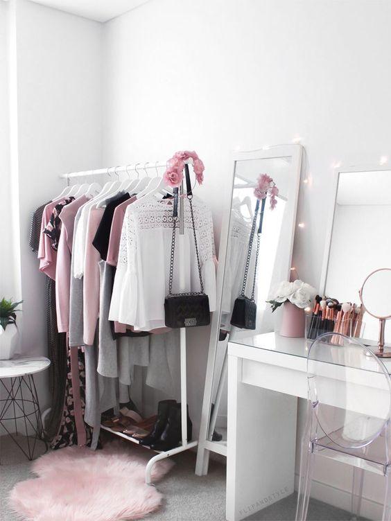 Postazione trucco glam-chic con specchio
