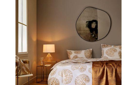 Camera da letto nei toni dell'oro