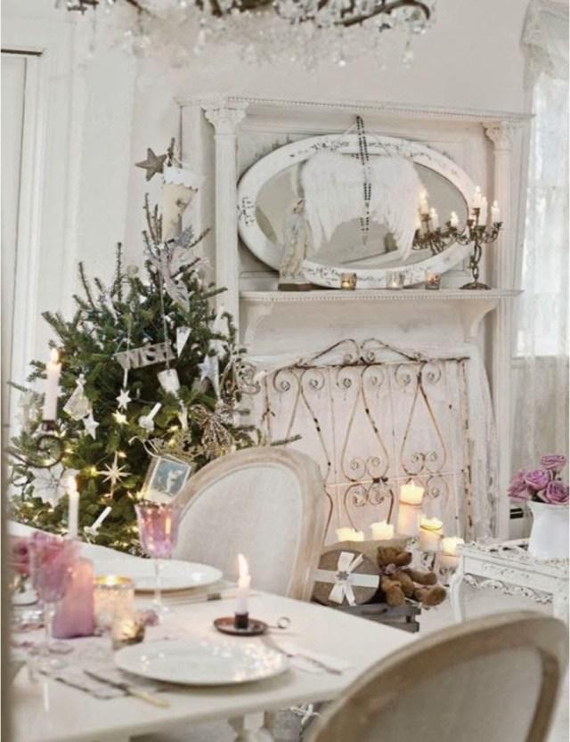 Dettagli rosa per una tavola di Natale in vero stile shabby chic