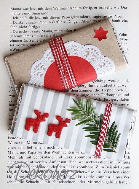 Pacchetti di Natale rossi e bianchi