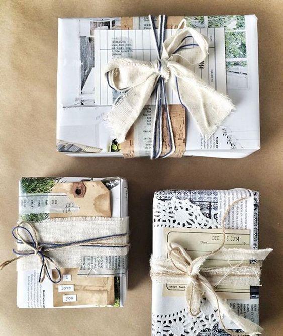 Pacchetti natalizi con carta riciclata