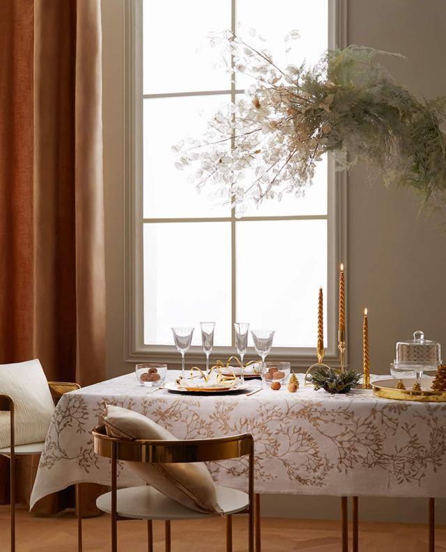 Una tavola sofisticata dai dettagli sobri ed eleganti