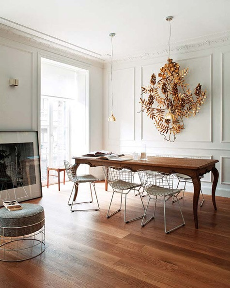 Un bel tavolo per un contrasto antico -moderno
