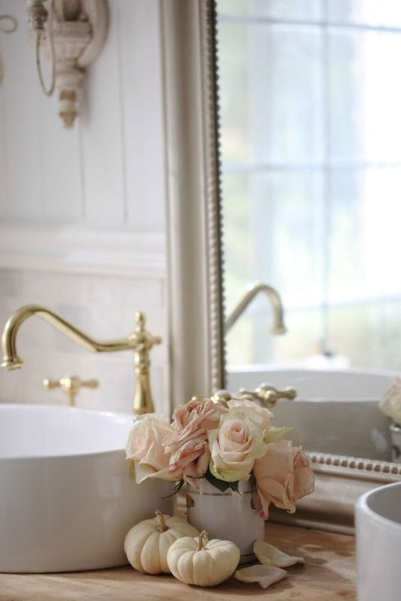 Un tocco floreale per la stanza da bagno