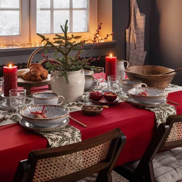 Tavola natalizia con tocchi rustici