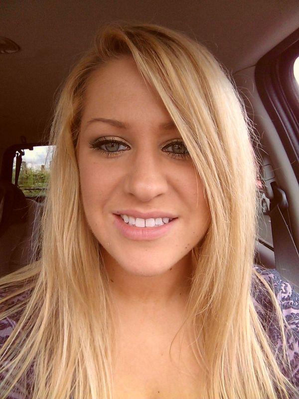 Зрелая блондинка селфи фото сисек и киски