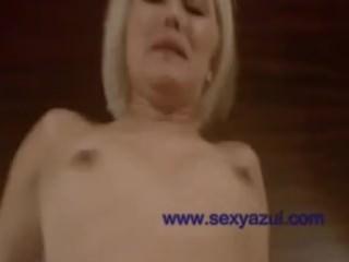 Knappe blonde vrouw heeft geile seks
