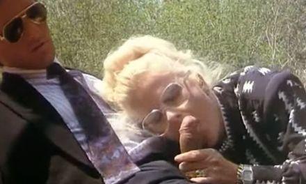 Italiaanse retro pornovideo die eindigt in groepsseks