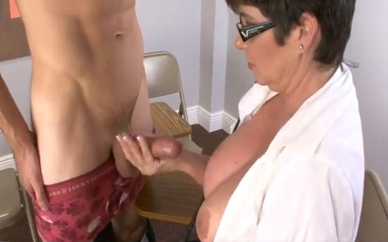 MILF leraar heeft seks met student model Porn Sex