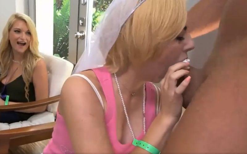 Bridal shower, milfs pijpen de stripper