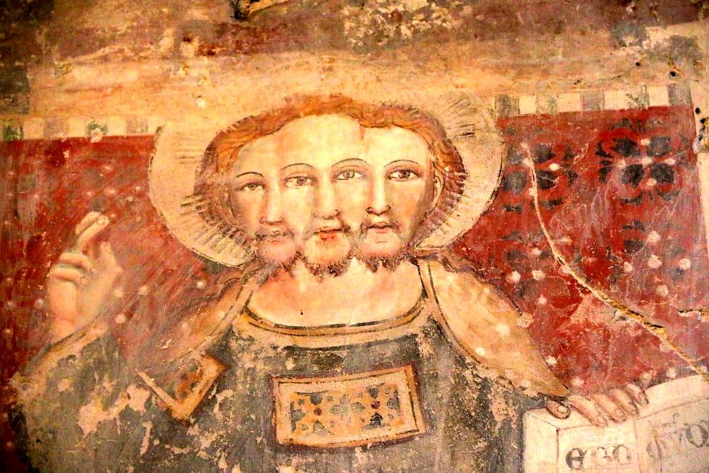 La rarissima Trinità triandrica dentro la Piaggia Colombata (che piace tanto al cardinale Bassetti)-2.jpg