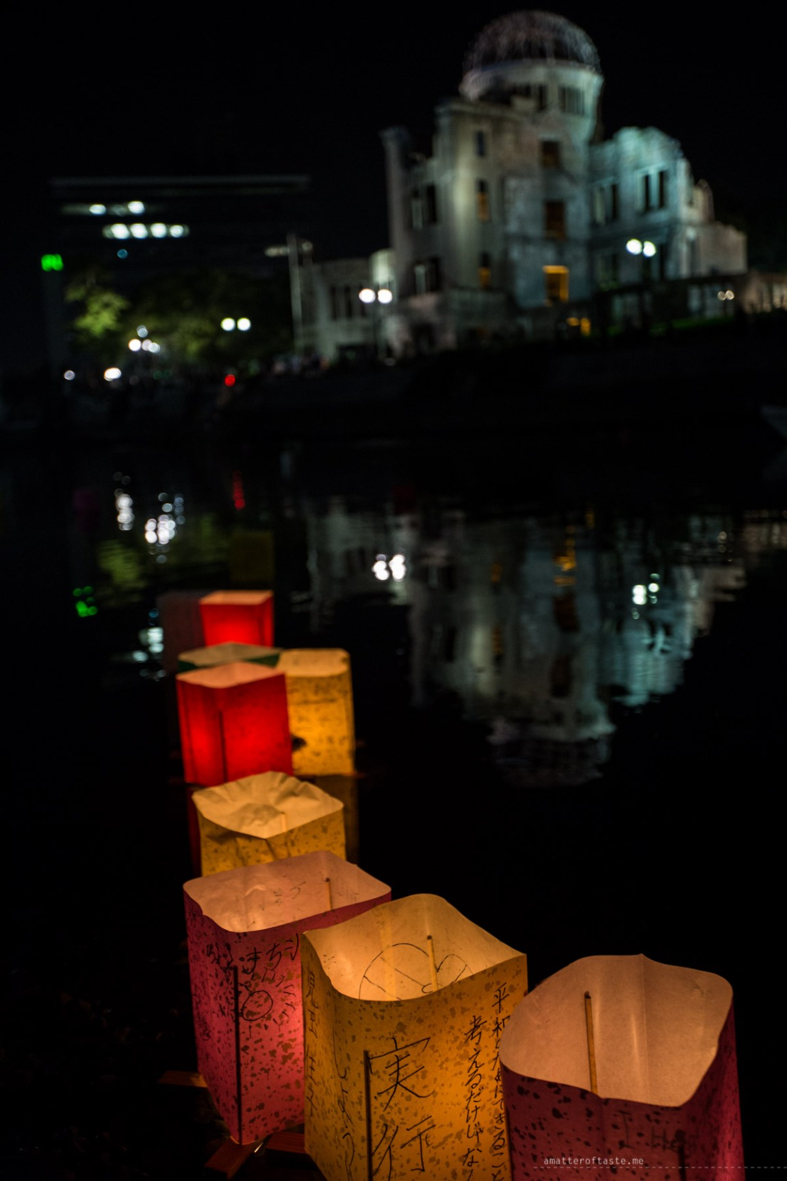 lantern floating ceremony hiroshima 70th anniversary