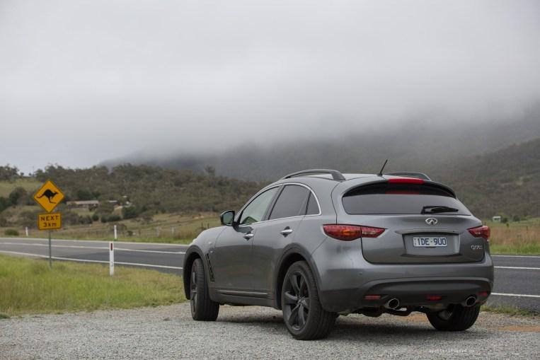 Infiniti-qx70-s-design-australia-road