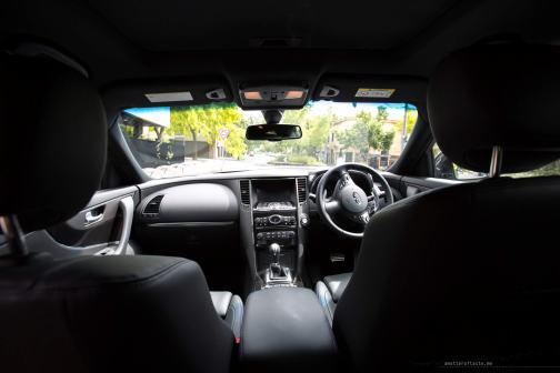 Infiniti-QX70-S-Design-interior