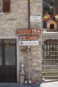 Bardi Castle sign