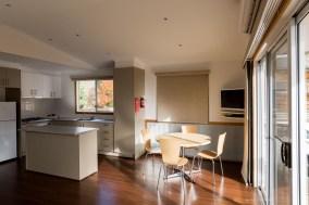 bright-big4-luxury-villa-kitchen