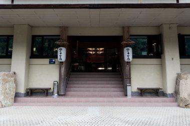 fujiya-ryokan-wakayama-entrance