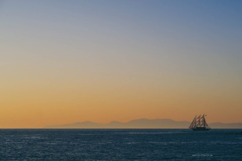 sailing-sunset-santorini-07
