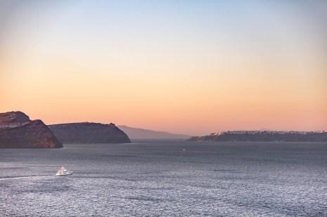 sunset-santorini-lighthouse-05