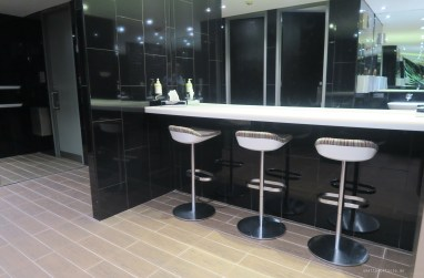 virgin-australia-melbourne-lounge-bathroom
