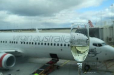 virgin-australia-melbourne-lounge-champagne