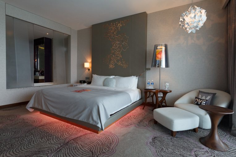 w-singapore-fabulous-bed-view