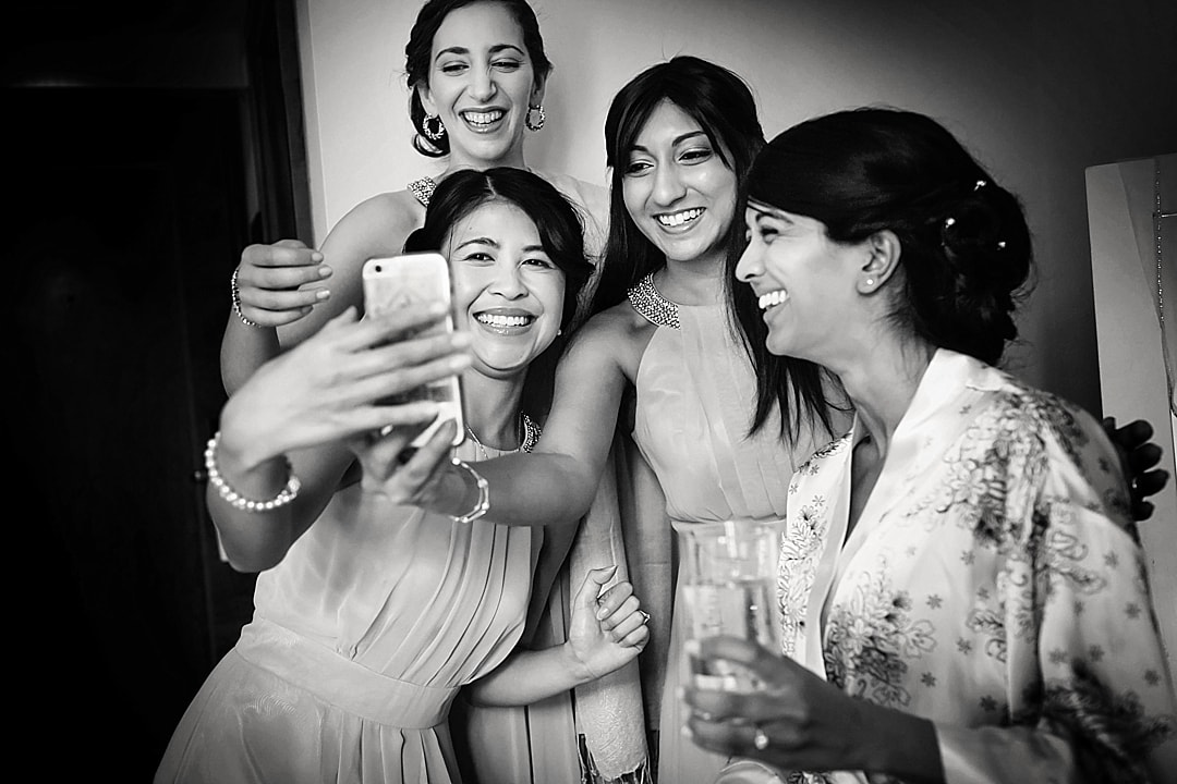 vill Court Wedding Photography Bride and bridesmaids taking a selfie