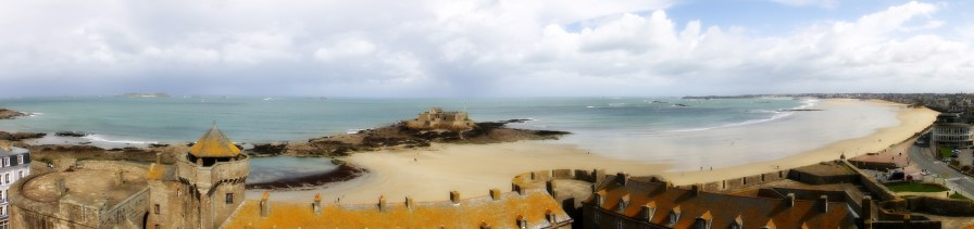 THIS PANORAMA WAS TAKEN FROM THE TOP OF THE TOWN HALL IN ST MALO.