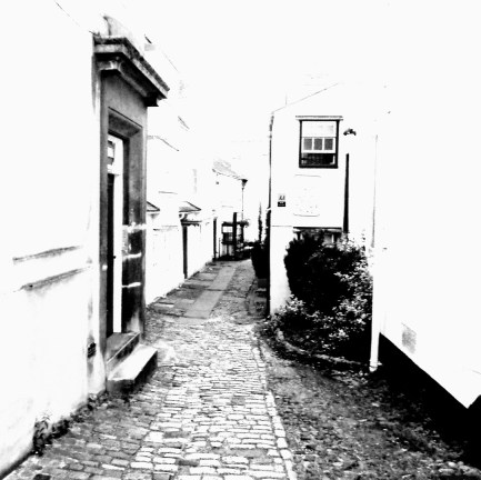 This little lane weaving through Oxford tempts you to the past.