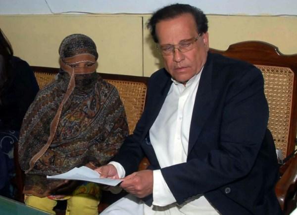Pakistan overturns Christian woman's blasphemy death ...