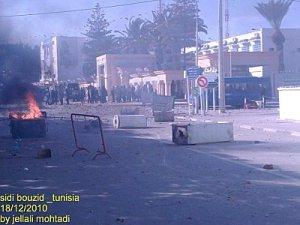 tunis Sidi Bouzid2 300x225 Amazigh :  La Tunisie se révolte