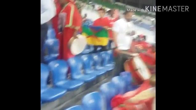 2017محاولة نزع العلم الأمازيغي من مسؤل يدعي أنه من الريف في مباراة المغرب # كوت ديفوار الغابون
