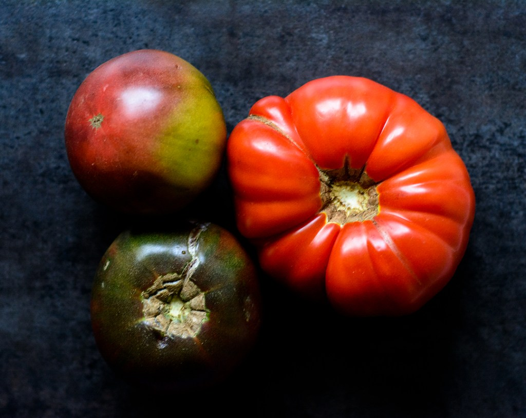 Beautiful-heirloom-tomatoes,-full-of-flavour,-delicious