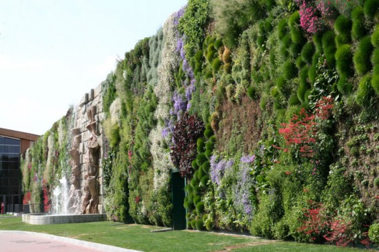 largest vertical garden Largest Vertical Garden at Shopping Center at Rozanno