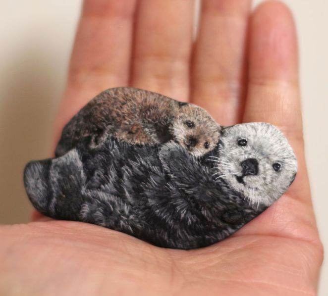 Artist Paints Found Stones That Look Like Real Mom And Baby Sea Otter And I Hope They Make You Smile