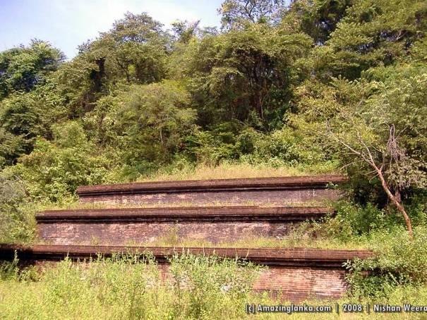 Demala Maha Seya - Polonnaruwa