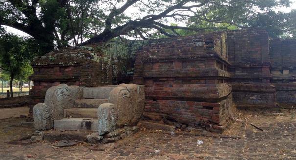 The Bodhigharaya (බෝධිඝරය) in the temple complex I
