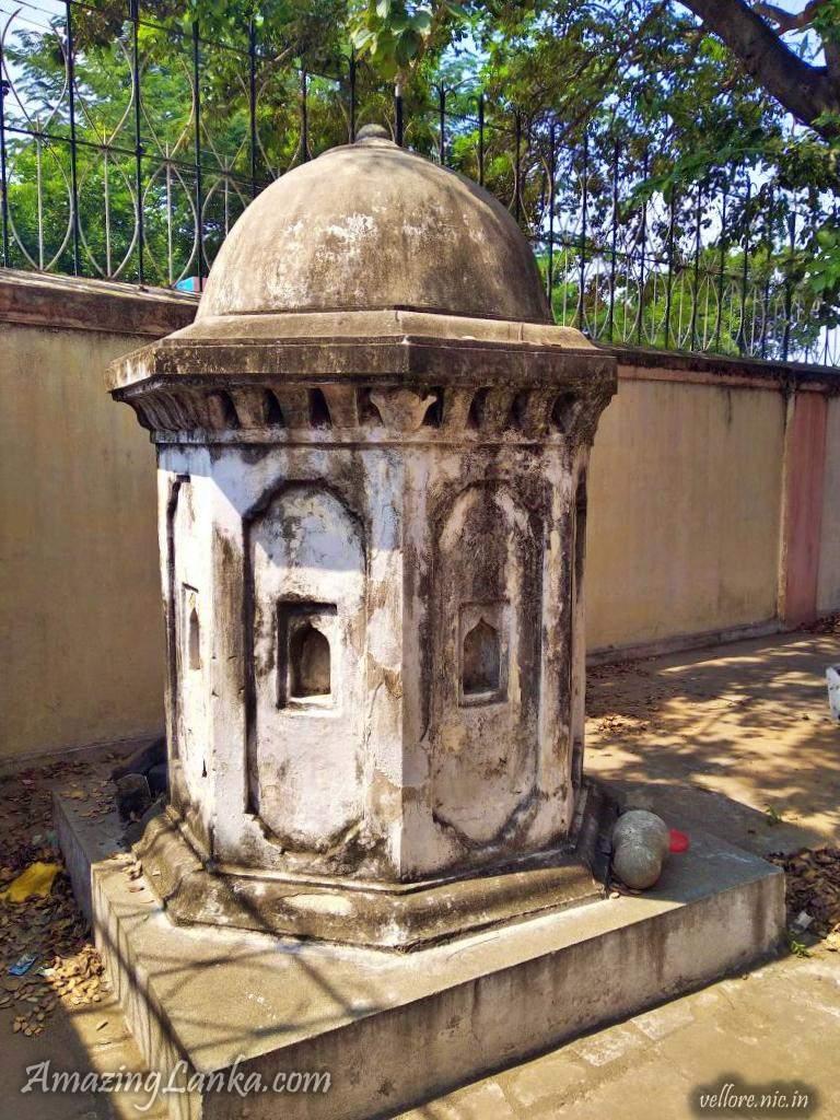 Muthu Mandapam in Vellore - Tomb of King Sri Wickrama Rajasinghe - මුතු මණ්ඩපම් - ශ්රී වික්රම රාජසිංහ රජුගේ සොහොන් ගැබ