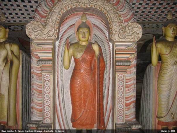 Rangiri Dambulu Viharaya / Dambulla Cave Temple