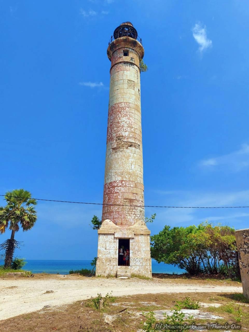 Kovilan Point Lighthouse at Karaitivu Island - කෝවිලන් තුඩුව ප්රදීපාගාරය